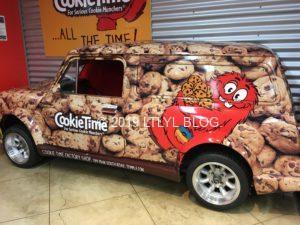 Cookie Timeの中にあるクッキーマンチャーが描かれた車