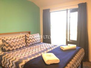 レイクテカポにあるYHAホテルのクイーンサイズのベッド