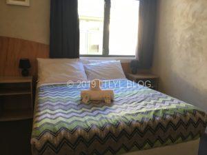 WanakaにあるYHAのクイーンサイズベッド