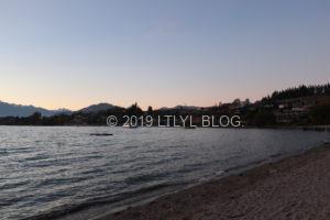 Wanakaの夕暮れ時の湖