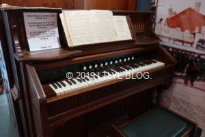 昔のピアノと楽譜