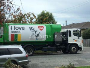 クライストチャーチのI Love bonesと書いてあるゴミ収集車
