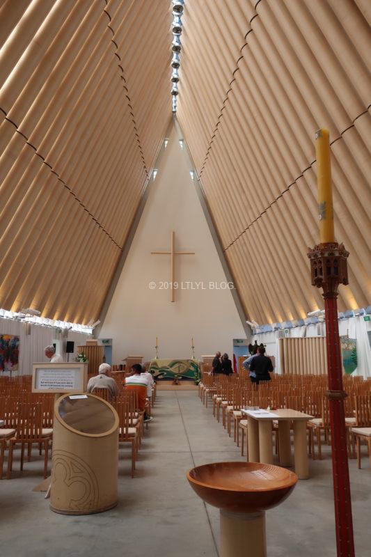 トランジショナルカテドラルの教会内