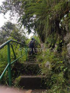 過酷な階段の帰り道