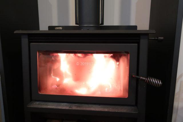 炎が作られたあとの薪ストーブ