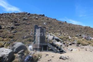山の中にある簡易トイレ