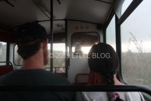トンガリロ登山口に向かうまでのバスで前に座っていたカップル