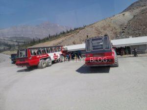 コロンビア大氷原の雪上車