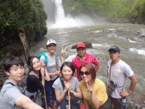 滝で撮った記念写真