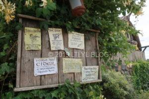 ホビット村にある看板