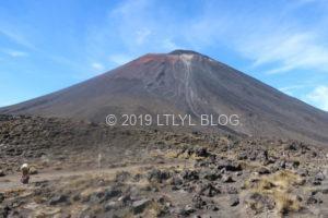 近くに見えるナウルホエ山