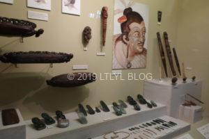 マオリのタトゥーや伝統的な器具