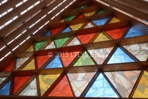 トランジショナル大聖堂のステンドグラス