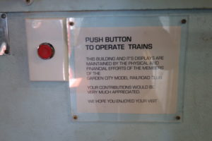 ボタンを押すと模型が動く