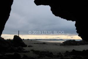 洞窟から覗く風景