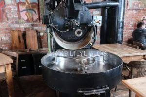 コーヒー豆を挽く機械