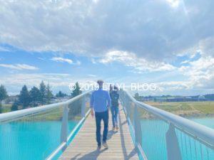 テカポ湖にかかる橋