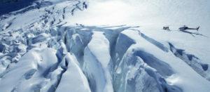 クラーク氷河とヘリコプター